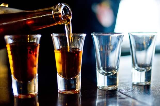 Уничтожение тонны груш в Удмуртии, снижение потребления алкоголя в России и Марго Робби в новом трейлере: что произошло минувшей ночью