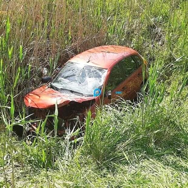 В Краснодарском крае женщина на иномарке оказалась в кювете