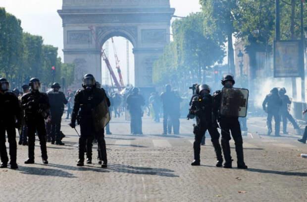 Во Франции продолжаются протесты против вакцинации