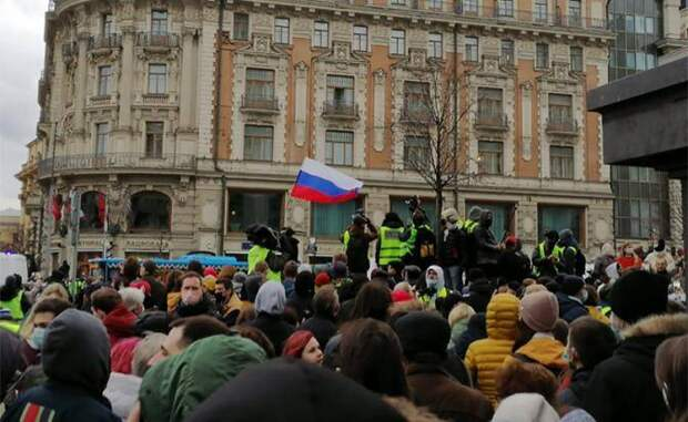 Пока лидеры протеста на нарах или за бугром, бойцы Навального вышли на улиц