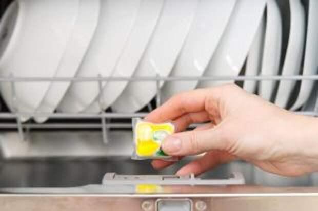 Чем лучше мыть посуду в посудомоечной машине?