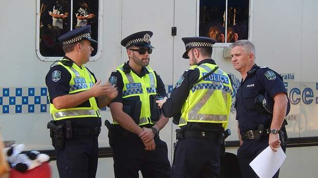 Австралийские аборигены требуют защитить их от полицейского насилия