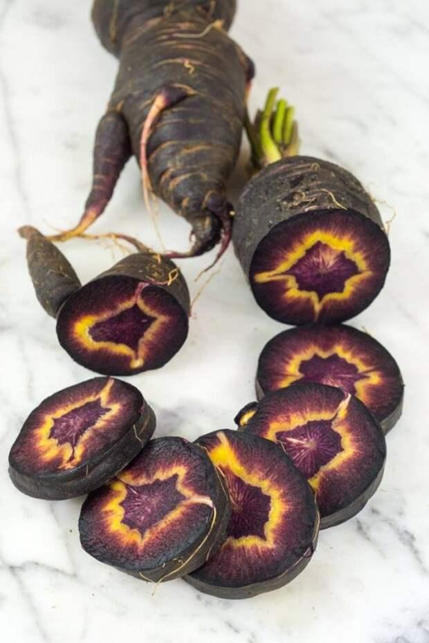 Что на фотографии? Между прочим очень распространенный овощ.