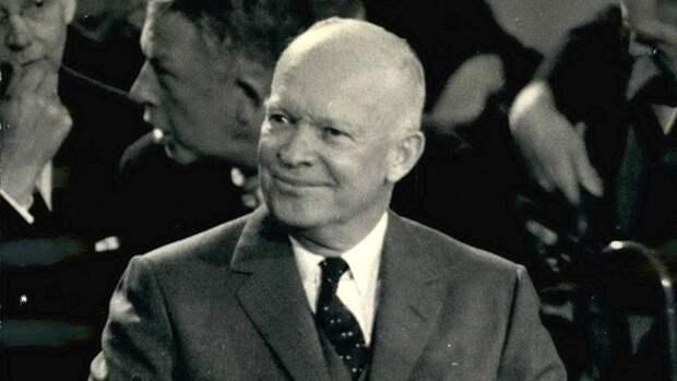 Дуайт Эйзенхауэр — американский государственный и военный деятель, генерал армии, 34-й президент США