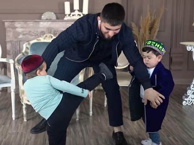 Ассоциация маленьких людей России осудила поединки между Хасбиком и Абдурозиком