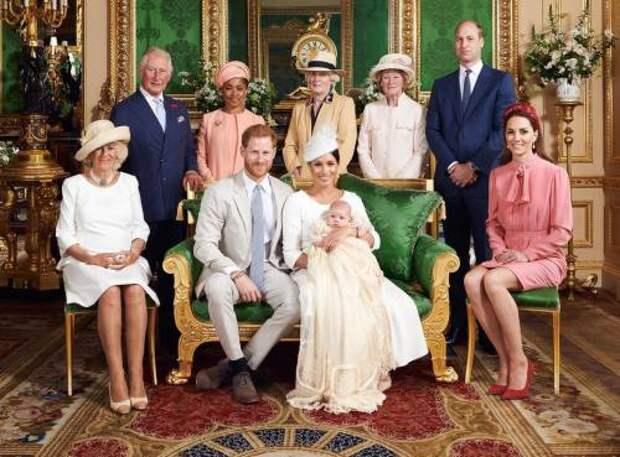 С днем рождения, Арчи! Как члены королевской семьи поздравили сына Меган Маркл и принца Гарри с 2-летием