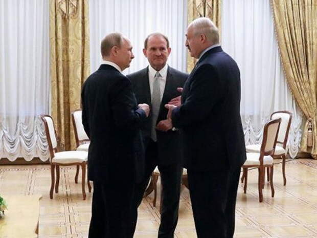 """""""Плохой знак"""": политолог объяснил, как скажется арест Медведчука на положении Лукашенко"""