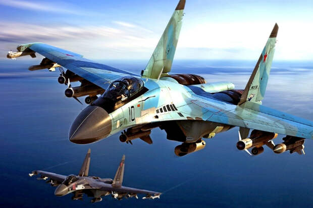 Су-35 идет на сверхмалой высоте: съемки с камеры на корпусе