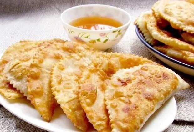 Чебуреки по-казахски: беспроигрышный рецепт