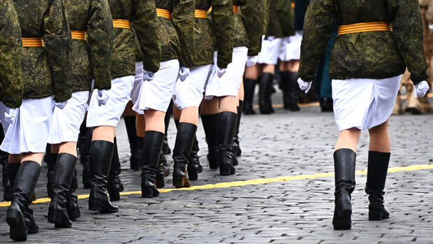 В Москве идет парад Победы
