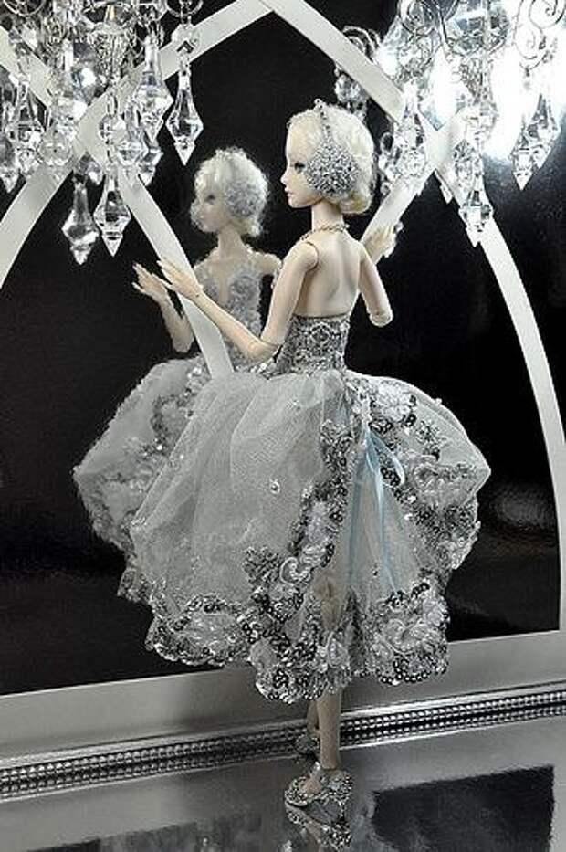 Удивительные куклы от мастерицы Марины Бычковой. Костюмы просто завораживают.