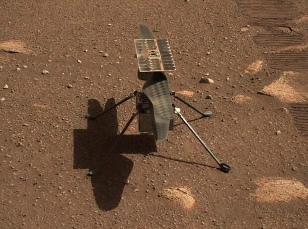 NASA впервые успешно запустило дрон-вертолет наМарсе