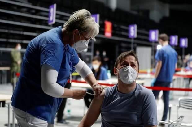 Прошедшие вакцинацию туристы из стран ЕС смогут посещать Чехию с 15 мая