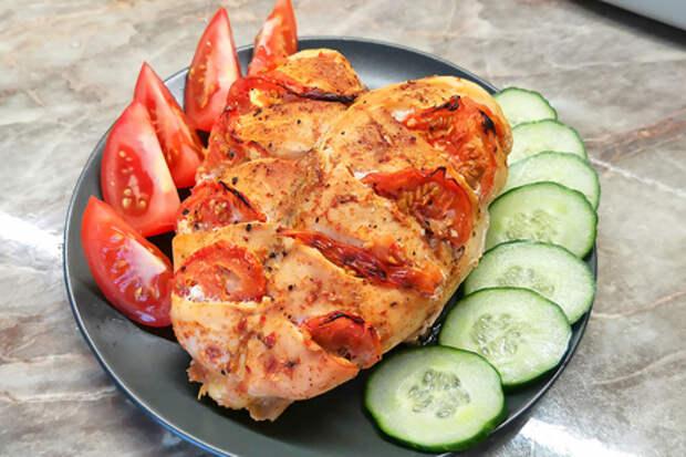 Фото к рецепту: Куриная грудка в духовке