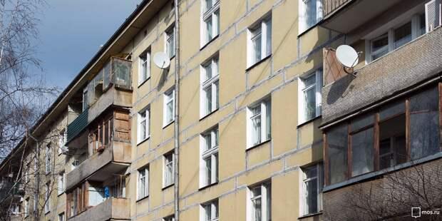Жители дома на Бестужевых достроили на первом этаже балкон