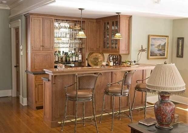 Классическая барная стойка в интерьере кухни-студии