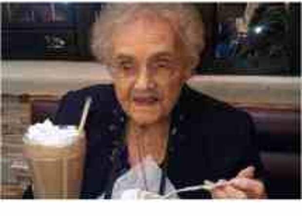 Facebook всерьез обидел и рассердил 105-летнюю бабушку. Смешно, невероятно, но факт...