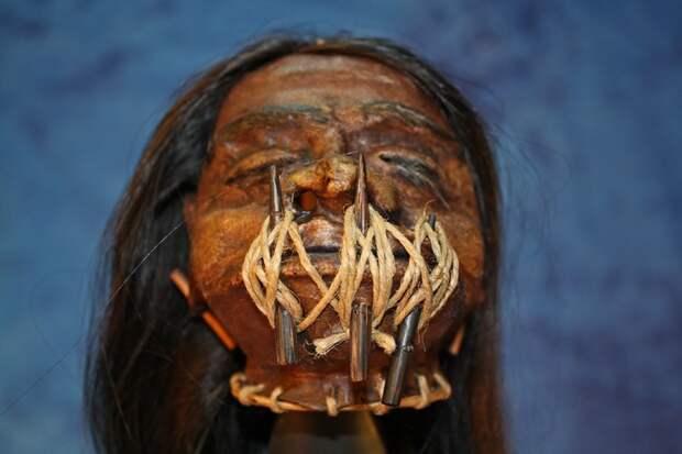 Высушенные человеческие головы.