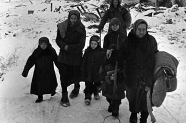 Жители Сталинграда возвращаются к своим очагам.