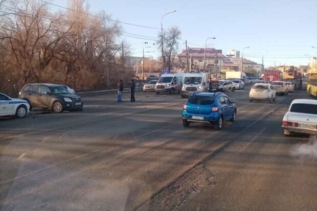 На месте все экстренные службы: жесткое ДТП на Второй Продольной в Советском районе