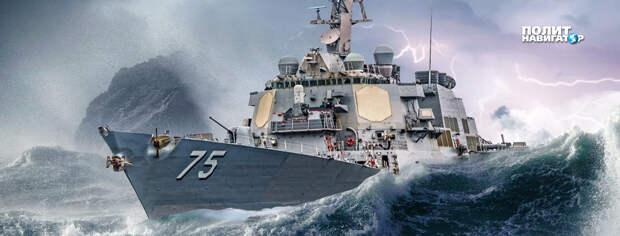 Американский ракетный эсминец USS Ross, который зашел в Черное море для участия в учениях...