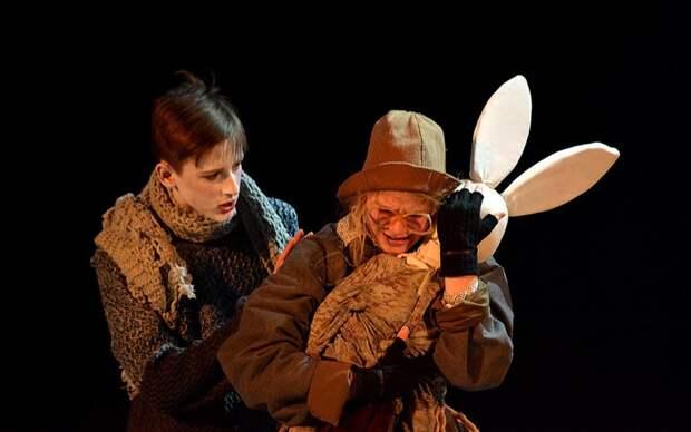 Спектакль «Кролик Эдвард» театра-студии «Дверь» из Митина будет показан онлайн