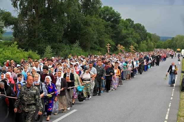 Живыми вам из Киева не уйти, — украинский военный участникам Крестного хода за мир (ВИДЕО)