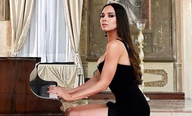 Самая красивая пианистка мира