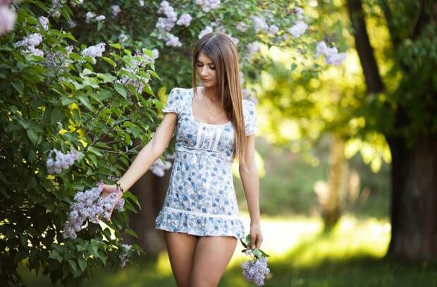 Красивые девушки в летних платьях в которых они выглядят еще ...