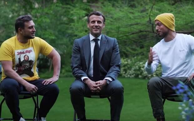 Французский президент проспорил блогерам и отдал им свой дворец