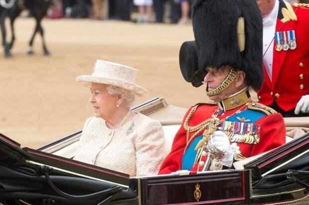 Наедине со скорбью. Как Елизавета II отметила день рождения без мужа