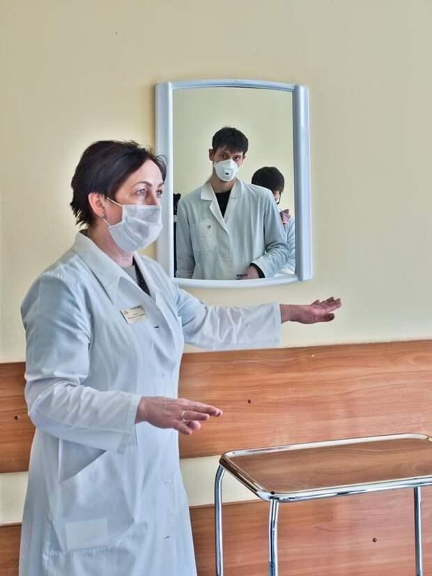 На снимке Константина Полякова врач-эпидемиолог Валентина Соболь