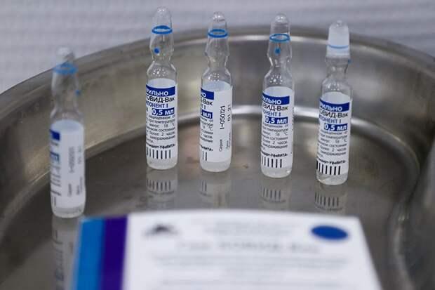 «Не надо провоцировать»: врач объяснил, кому нужны таблетки от аллергии при вакцинации