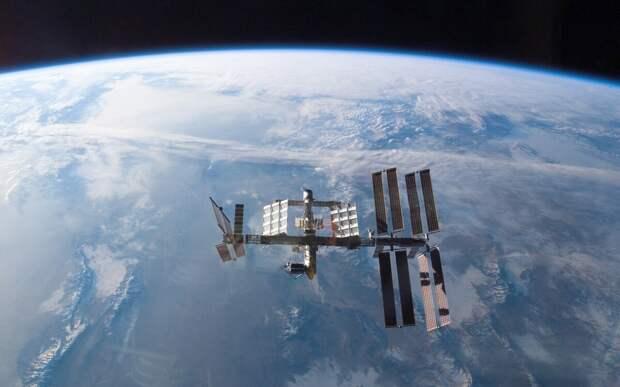 Летающая над землёй МКС.  фото: картинки яндекса.