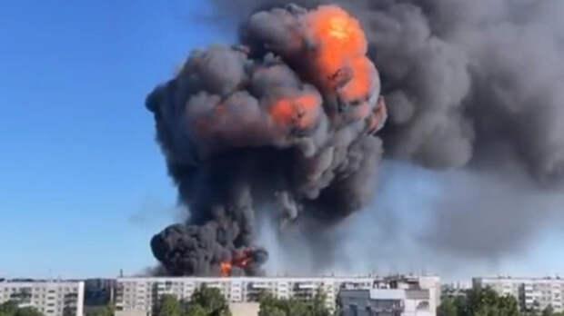 Пять сильных взрывов произошло на горящей заправке в Новосибирске