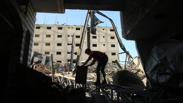 Около десяти тысяч палестинцев покинули дома из-за обстрелов Израиля