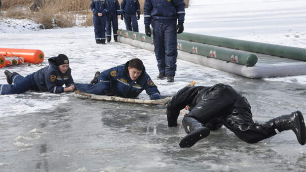 Противопаводковые учения снадувным мостом прошли вРостовской области
