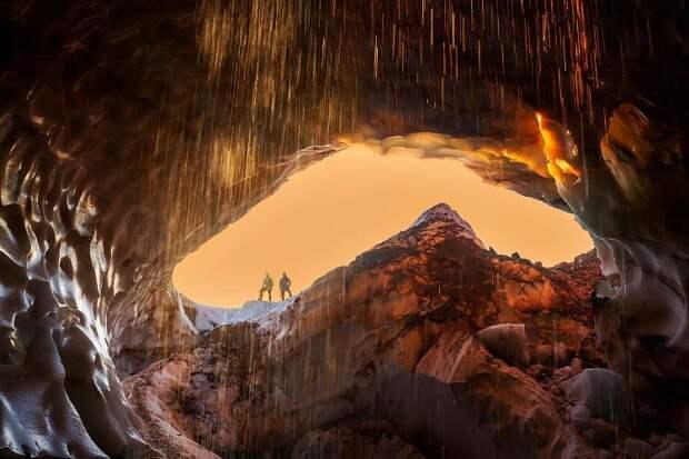 Что скрывают пещеры в недрах ледников
