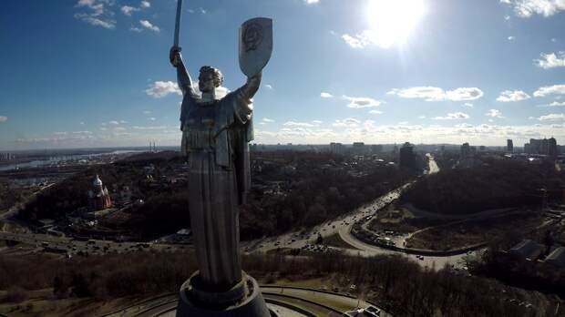 Кого «убьёт» Родина-мать в Киеве?