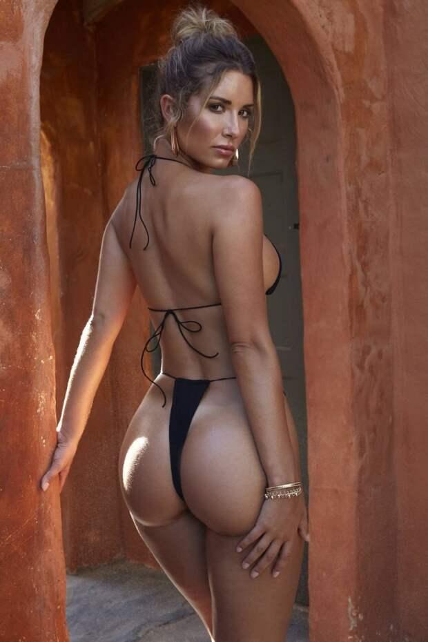 Лето, солнце, море, пляж и стройные девушки в бикини, что может быть лучше?!