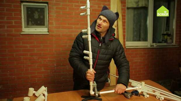 Система для хранения садовых инструментов из пластиковых труб