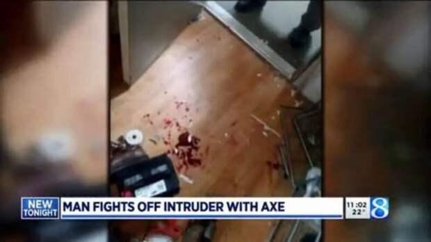 В США ролевик отбился боевым топором от ворвавшегося в дом вооруженного преступника (5 фото)