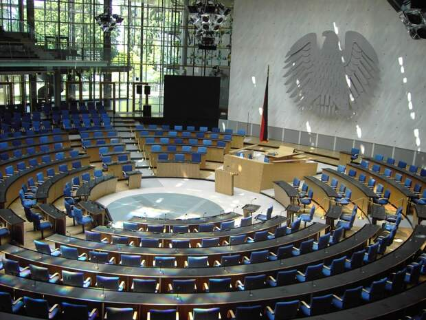 Немецкий политик отчитал Европу за санкции против Крыма: бегают за американцами как псы