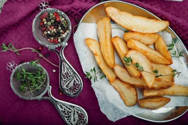 Чтобы картофель принес пользу, его нужно запекать или варить