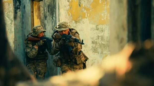 В ЦАР прошла премьера фильма о вкладе инструкторов из РФ в стабилизацию обстановки в стране