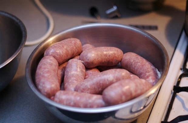 Колбаски и сосиски дома: крутим из фарша и в магазин больше не ходим