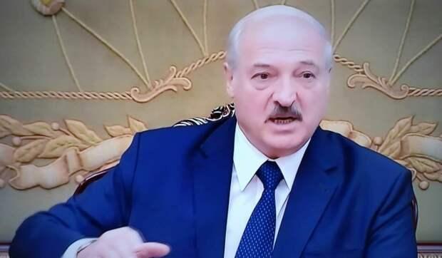 """В речи Лукашенко нашли сходство с """"диктатором из 1945-го"""": Его лучшее будущее – камера в Гааге"""