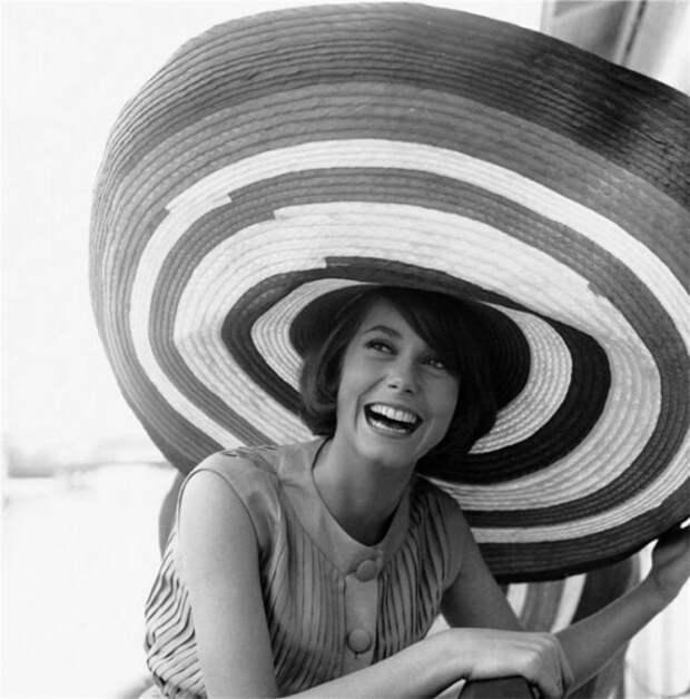Катрин Денев в шляпе