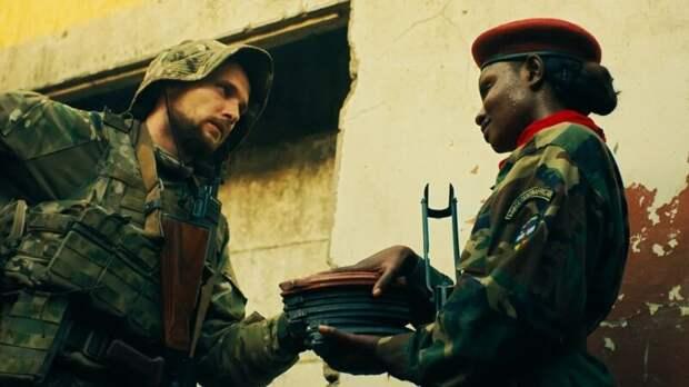 «У нас под ногами был ковер из манго»: интервью с актером о съемках фильма «Турист» в ЦАР