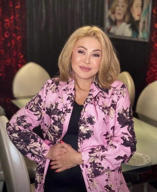 Любовь Успенская и ее дочь вышли в свет в похожих костюмах